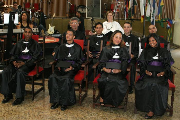 Os formandos do SENITEJ e a presidente Missionário Ruth de Oliveira.